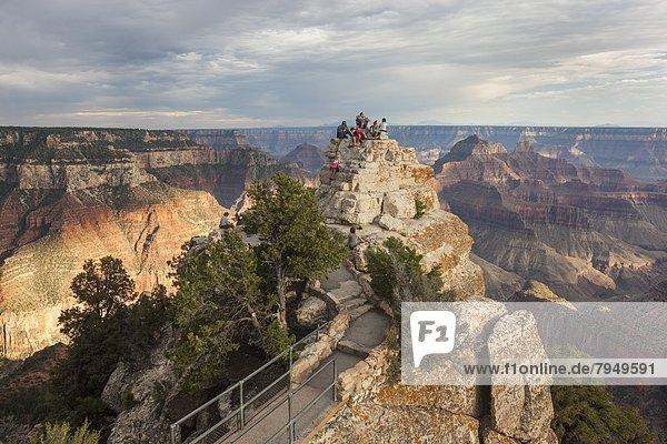 geselliges Beisammensein  Landschaft  Ehrfurcht  Tourist  Ignoranz  Aussichtspunkt  Schlucht