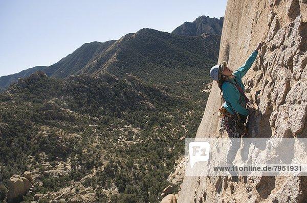 Felsbrocken  Frau  Mann  Arizona  Festung  Grabstein  klettern