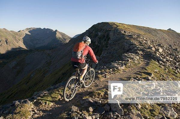 Frau  Berg  folgen  radfahren  vorwärts  Colorado