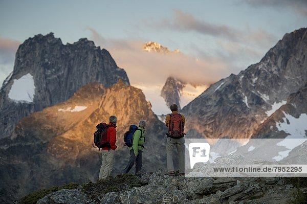 Führung  Anleitung führen  führt  führend  sprechen  Sonnenaufgang  wandern