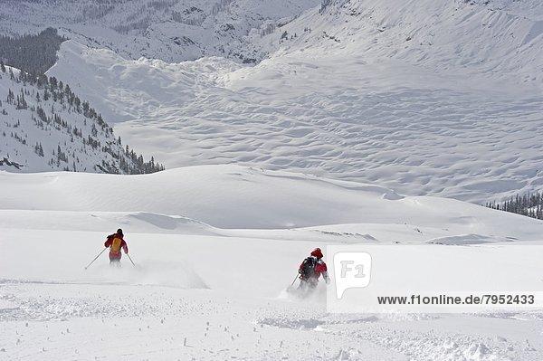 Zusammenhalt  Ski  Gesichtspuder  tief