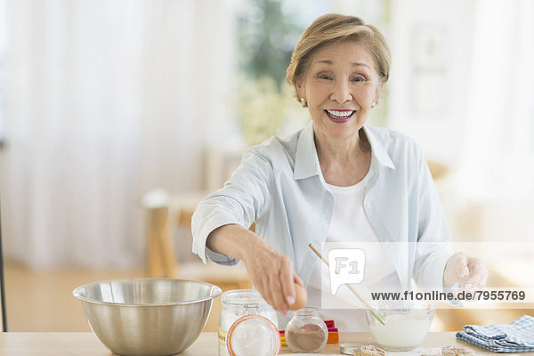 Senior  Senioren  kochen  Frau  Küche Senior, Senioren ,kochen ,Frau ,Küche