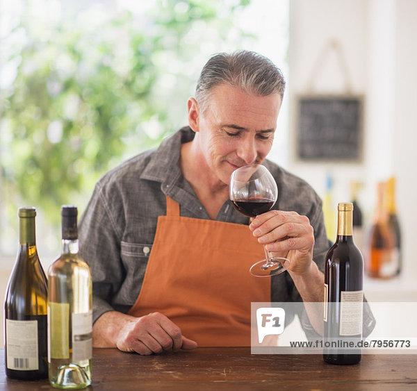 Portrait  Mann  Wein  Verkostung Portrait ,Mann ,Wein ,Verkostung