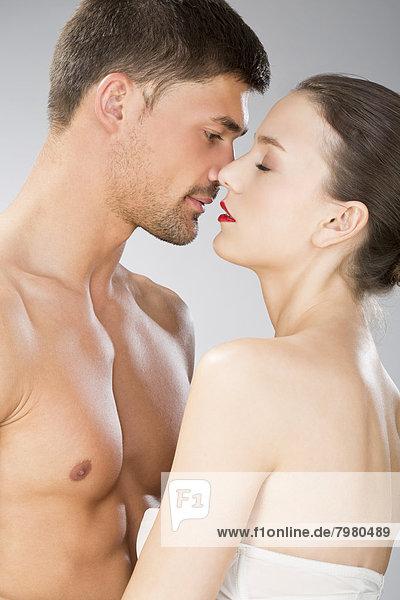 Junges Paar verliebt sich  Nahaufnahme
