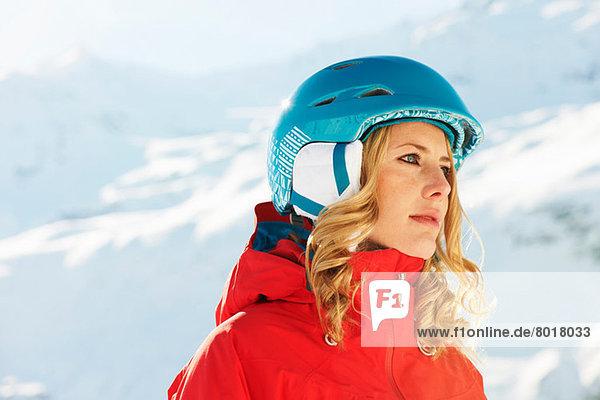 Portrait einer jungen Snowboarderin
