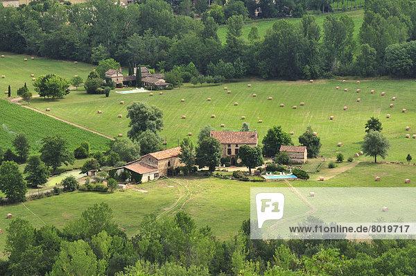 Landschaft am Fuße der Ortschaft Cordes-sur-Ciel