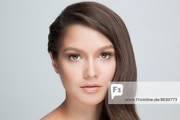 Porträt einer Frau mit braunen Haaren