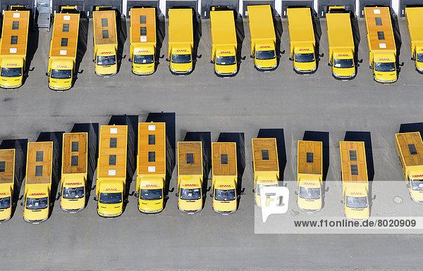 Luftbild  Postfahrzeuge  Fuhrpark der Deutschen Post  DHL