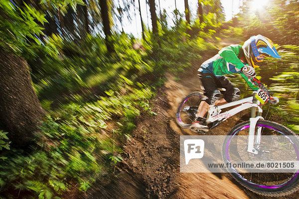 Mountainbiker in Bewegung