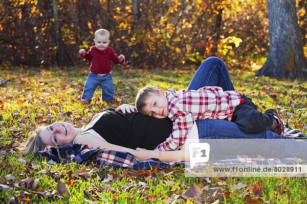 Sohn  Spiel  Herbst  Tochter  Mutter - Mensch  Baby