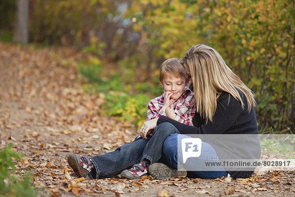 sprechen  Sohn  Weg  Herbst  Mutter - Mensch