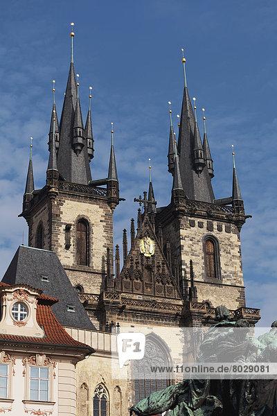 Gebäude  Kirche  Kirchturm  Statue  Fokus auf den Vordergrund  Fokus auf dem Vordergrund  2  Vielfalt