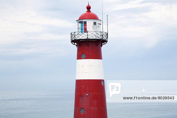 entfernt  nahe  Küste  Tretboot  weiß  Leuchtturm  rot  vorwärts  Westkapellen