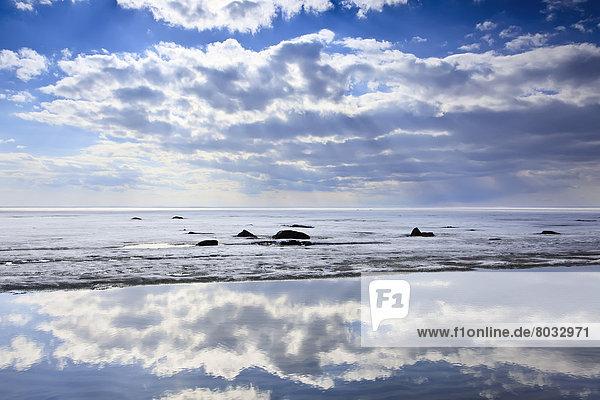 hoch  oben  Himmel  Spiegelung  See  Eis  Frühling  Pause  Kanada  Manitoba  Winnipeg