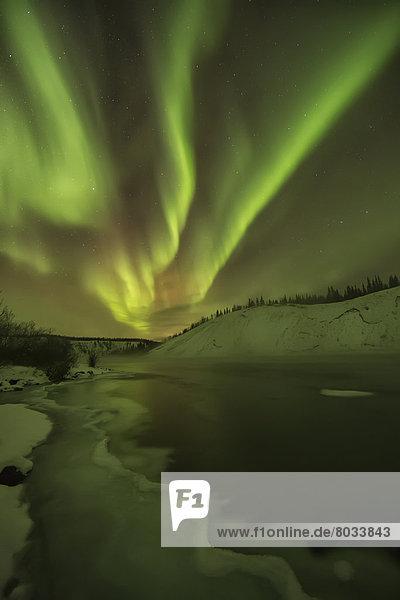über  Fluss  Polarlicht  Aurora  Yukon