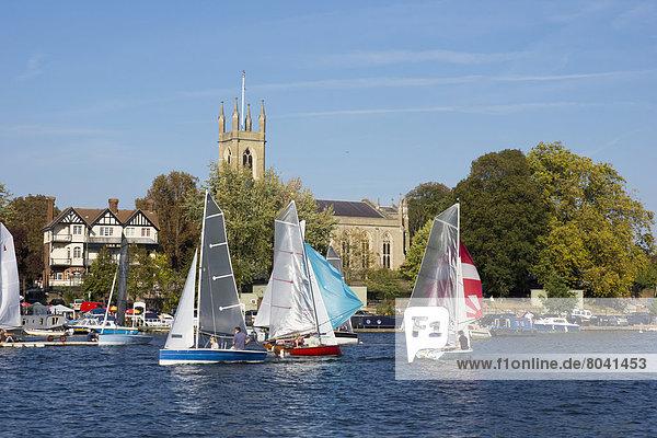 Segeln  Großbritannien  Hintergrund  Fluss  Kirche  Themse  Middlesex  England  Hampton