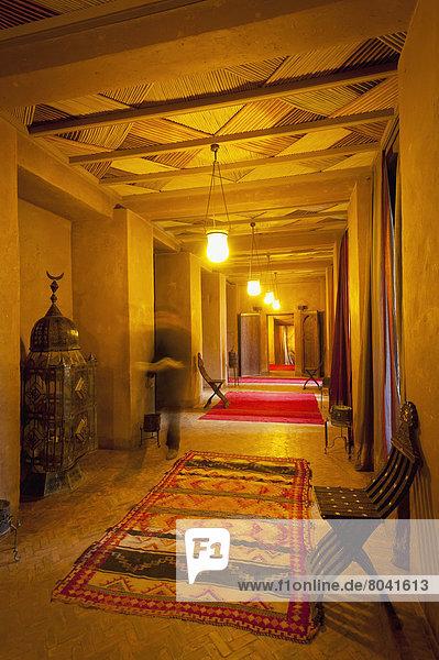 Korridor  Korridore  Flur  Flure  gehen  Hotel  vorwärts  Marokko  Kellner