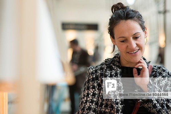 Frau  denken  über  Design  jung  Niederlande  niederländisch  Maastricht  Stück