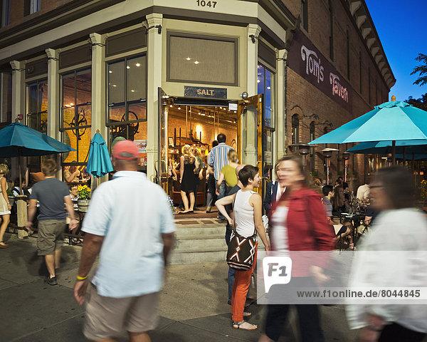 Vereinigte Staaten von Amerika  USA  Einkaufszentrum  Außenaufnahme  Nacht  Straße  Bistro  Zeit  Taverne  Boulder  Colorado  Perle  Speisesalz  Salz