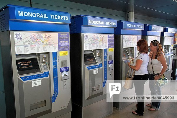 Paris  Hauptstadt  Frau  kaufen  Nevada  Las Vegas  Haltestelle  Haltepunkt  Station