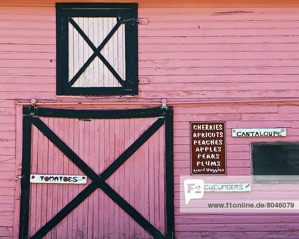 Pink barn farm store selling fresh local fruit and vegetables  Palisade  Colorado  USA