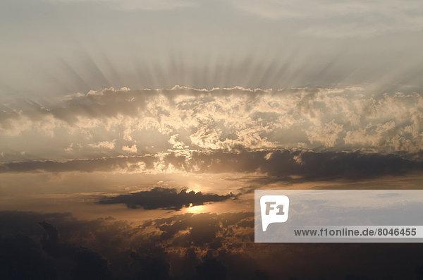 Wolke  Sonnenaufgang  Sonnenlicht  Italien  Marken  Sonne