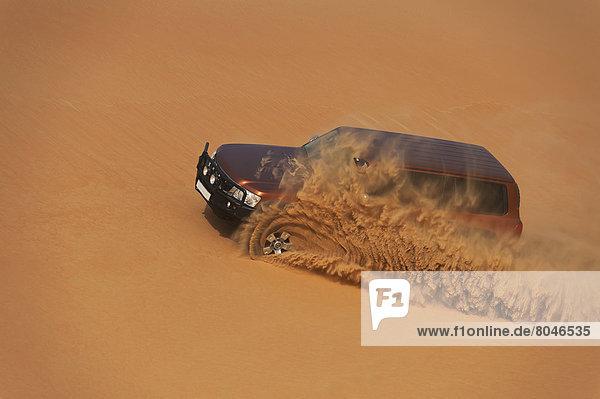 Abu Dhabi  Hauptstadt  Vereinigte Arabische Emirate  VAE  4  gehen  fahren  Sand  Weichheit  rad