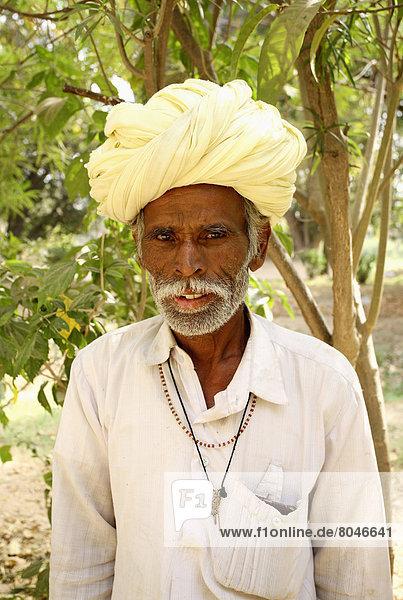 Portrait of local man  Shapura Bagh  Rajasthan  India