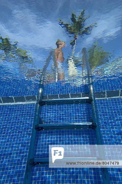 Stufe  Mann  gehen  Nostalgie  schwimmen  Dominikanische Republik  Punta Cana