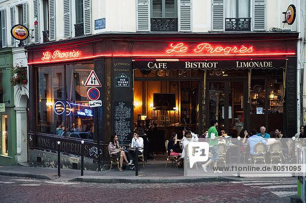 Paris  Hauptstadt  Frankreich  Fröhlichkeit  Mensch  Menschen  Sommer  Abend  Weg  Cafe  Montmartre