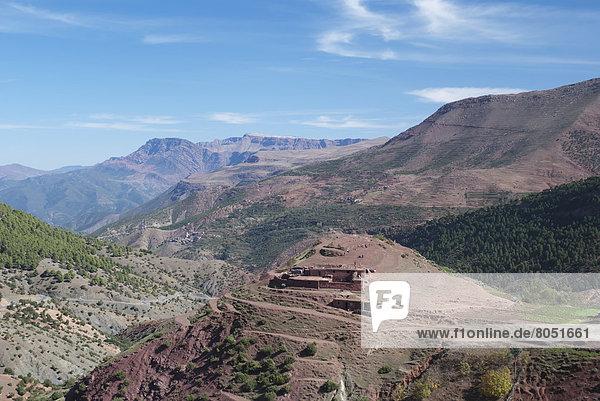 hoch oben Berg Wohnhaus Landschaft Berber Marokko