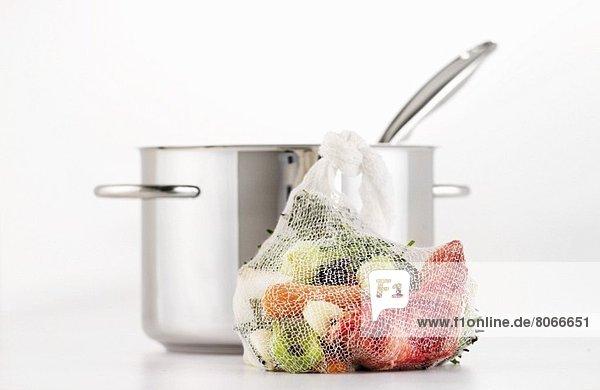 Suppengemüse und Suppentopf
