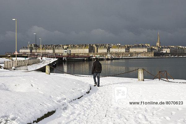Kälte  bedecken  02 Position  Alarmanlage  unterhalb  Treffer  treffen  Kaufhaus  Größe  Code  Januar  Schnee