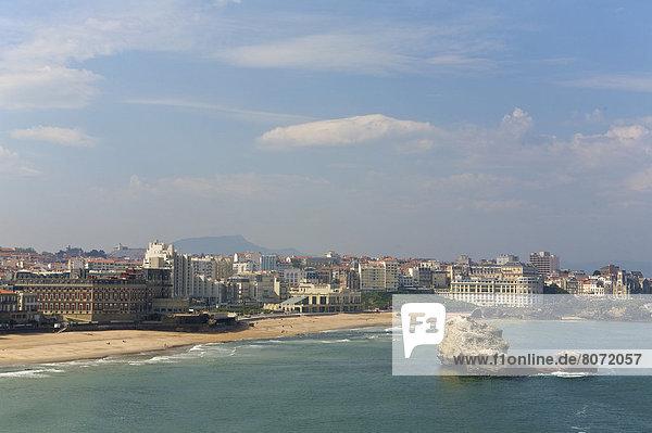 Wohngebäude  Strand  Gebäude  Ufer  Ansicht  vorwärts  Natürlichkeit  Biarritz