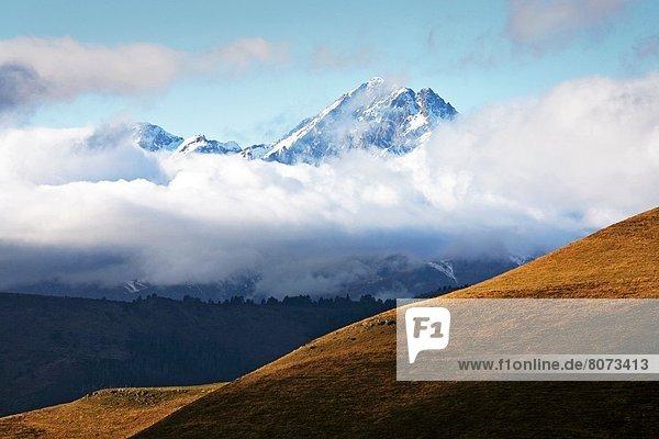 bedecken Ansicht Bergmassiv Pyrenäen Schnee