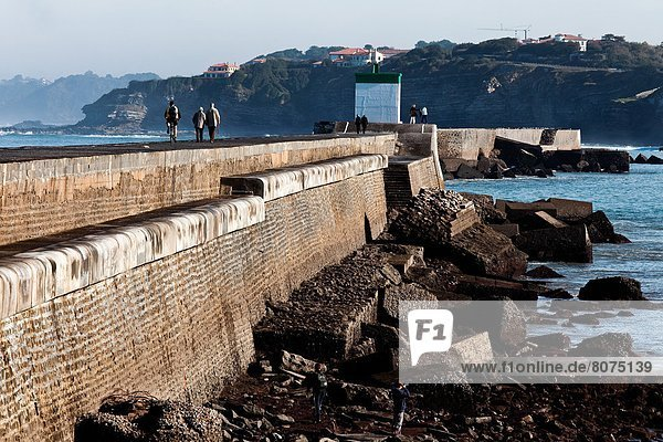 Ciboure (64) : the dike of Socoa protects the natural harbour of Saint-Jean-de-Luz against encroachment by the sea