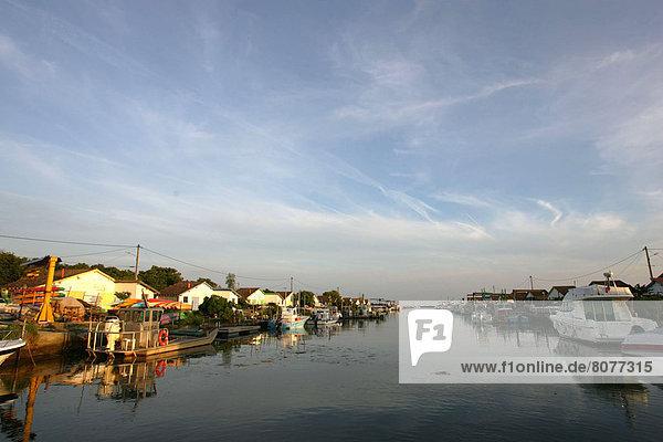 Hafen Gebäude Boot vorwärts Auster