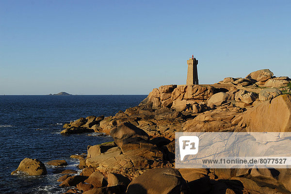 'Men-Ruz Lighthouse and rocks on the ''Cote de Granit rose'' at Ploumanac'h (22)'