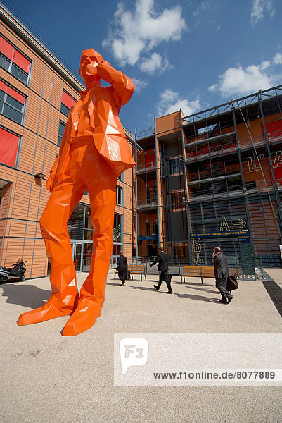 'The convention centre in the ''Cite Internationale'' building in Lyon (69) : architecture  statue and businessmen.'