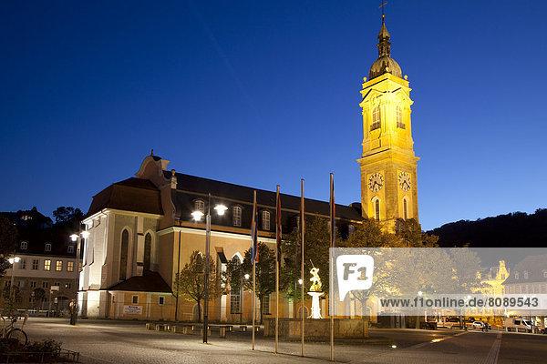 Beleuchtete St. Georgenkirche am Markt