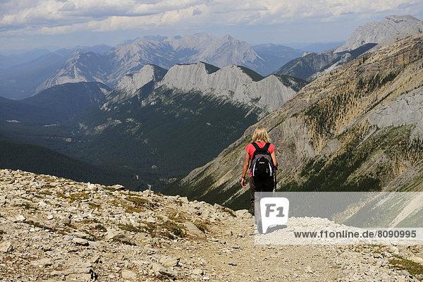Wanderin in den Rocky Mountains