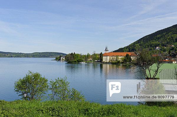 Schloss Tegernsee  ehemaliges Benediktinerkloster  von der Halbinsel Point gesehen