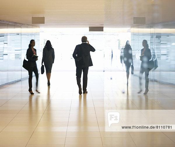 Geschäftsleute in der Lobby