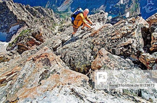 Felsbrocken  Freiheit  Ehrfurcht  Markierung  5  Norden  Richtung  Berggipfel  Gipfel  Spitze  Spitzen  Grad Celsius  Urteil  3  7  sieben  klettern  Süden  Wyoming