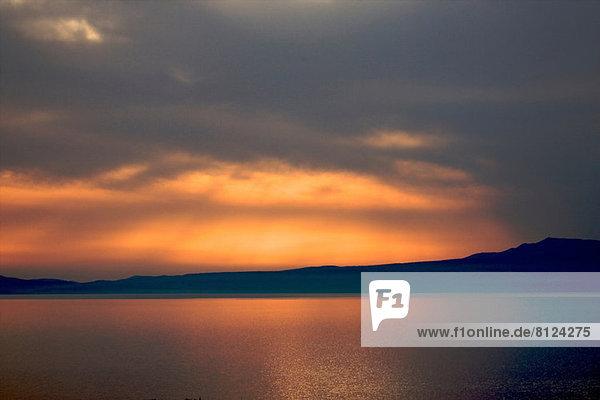 Dramatischer Sonnenuntergang Stoupa  die Mani-Region in Griechenland