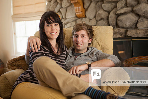Porträt eines auf einem Sessel sitzenden Paares