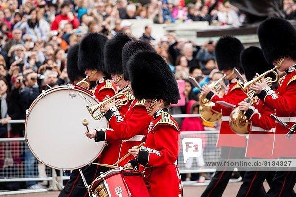 Großbritannien  London  Hauptstadt  Buckingham Palace  Schlagzeuger