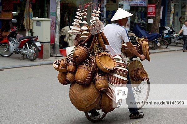 Hanoi  Hauptstadt  Korb  Straße  alt  Viertel Menge  Straßenverkäufer  Vietnam