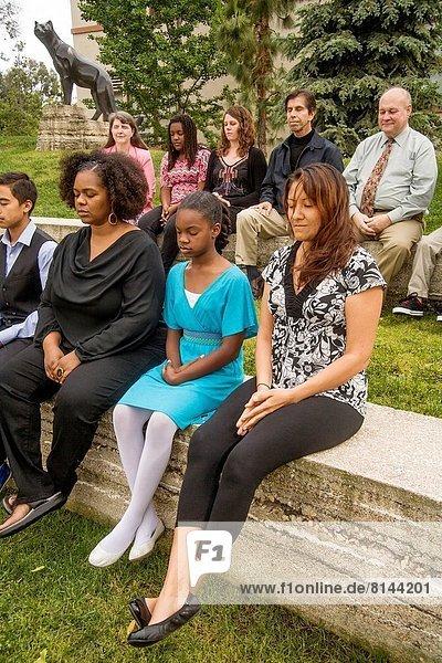 üben  Boden  Fußboden  Fußböden  Meditation  Kalifornien  Hochschule  multikulturell