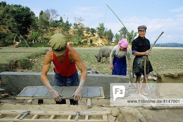Dach  Mensch  Menschen  Produktion  Kachel  China  Feng Shui